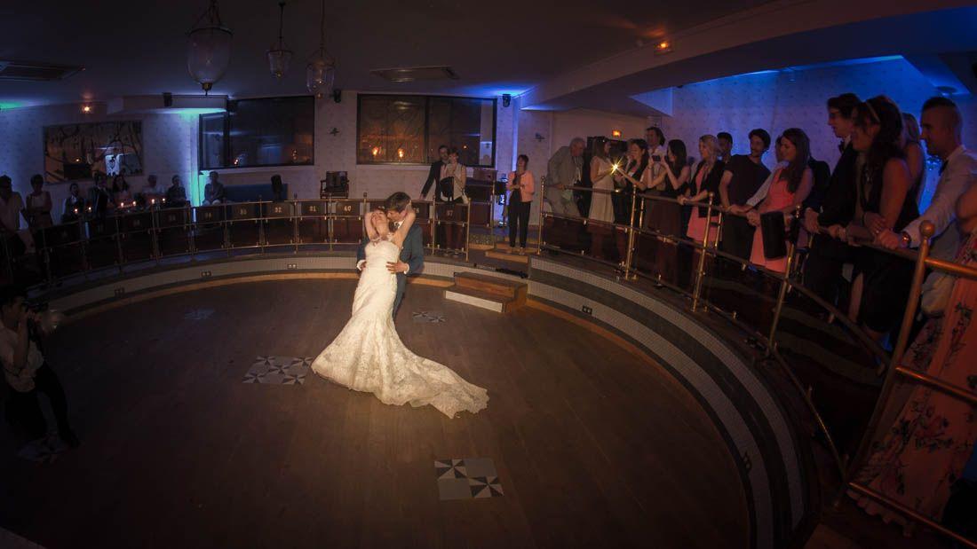 Première danse d'une soirée mariage à la Villa Frochot Paris