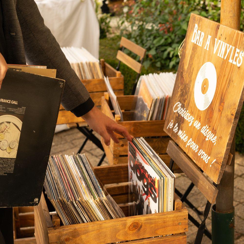 bar à vinyles pour un mariage