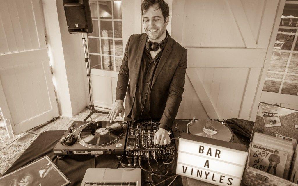 DJ vintage et bar à vinyles