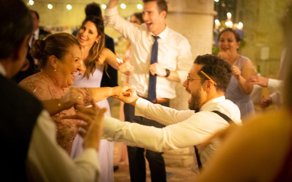 Danseurs durant un mariage
